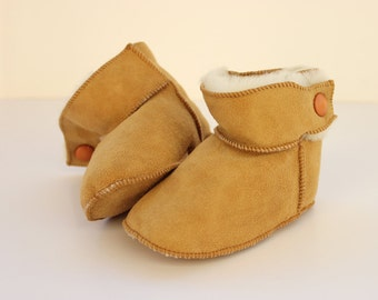 """Baby booties """"First Steps"""" crochet boot-slippers made with sheep skin suede leather and soft fur"""