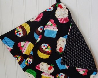 Fabric Potholders, Set of 2 Scrumptious Cupcake Potholders, Cupcake Kitchen Decor, Cupcake Hot Pads