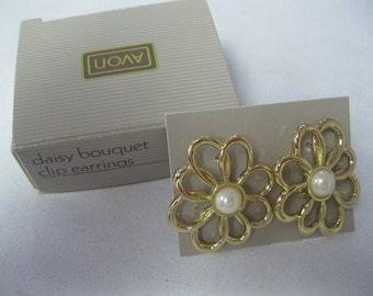 """Avon """"Daisy Bouquet"""" Clip Earrings"""