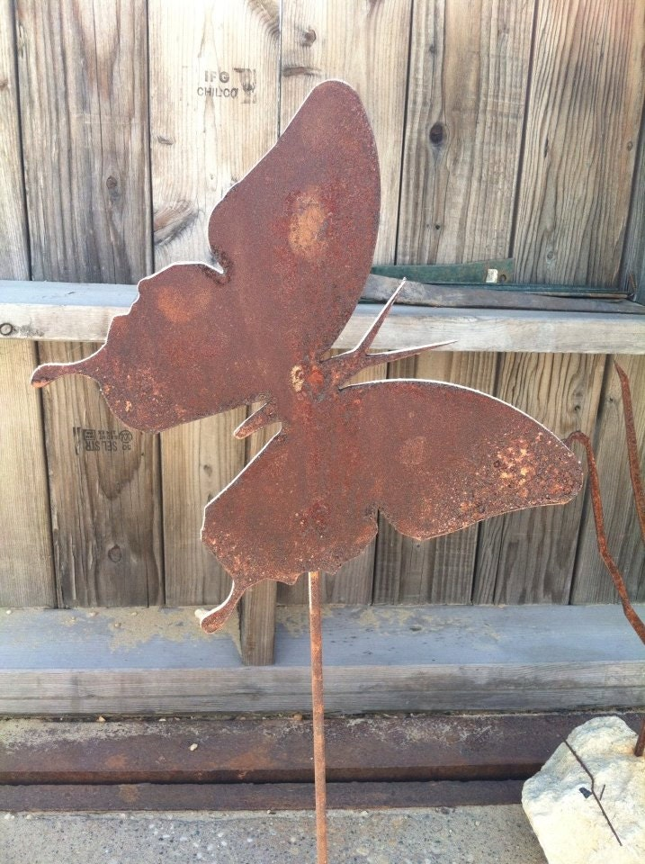 Metal butterfly yard stake garden decor yard decoration for Butterfly lawn decorations