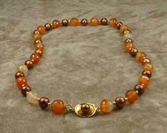 Brown Pearl Necklace with Carnelian (Κολιέ με Καφέ Μαργαριτάρια και Κορνεόλη)