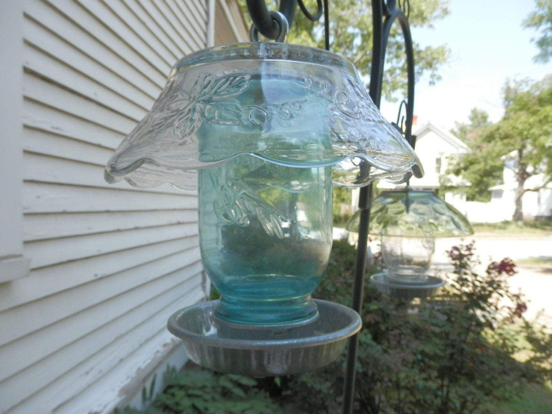 Repurposed upcycled blue mason jar bird feeder for Upcycled bird feeder