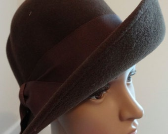 Vintage 1940's Jacoll Felt Hat  - Good Condition - Very Sweet!!