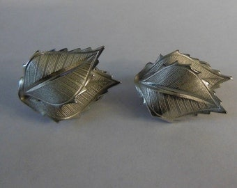 Lisner Signed Silver Tone Leaf Clip On Earrings