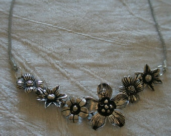 Necklace chain with metalwork flowers - adjustable