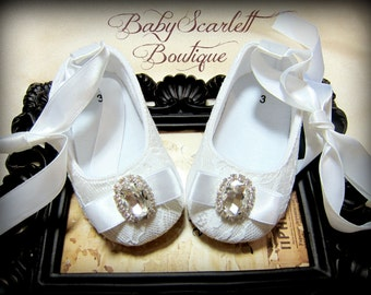 Beautiful White Lace Baby Girl Shoes,Crib Shoes,Christening Shoes