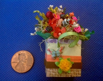 Ooak 1:12 scale 2 1/4 inch high miniature  dollhouse Spring gift bag / present by Mable Malley