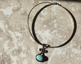 Pretty Mexico Sterling Wire Collar with Blue Pendant