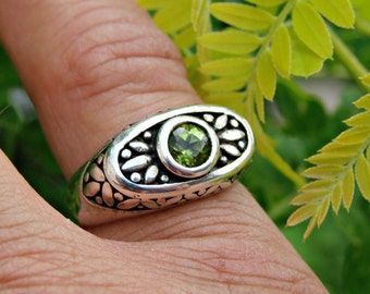 70% OFF Going Out of Business Sale.. Last One. Unique Setting with Peridot - Sterling Silver Ring - Size 8