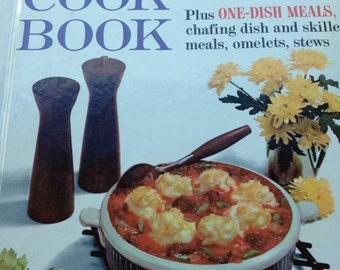 Vintage Casserole Cookbook - 1961 Better Homes and Gardens Casserole Cookbook 1961