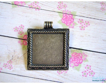 Square Silver blank pendant setting, sterling silver plated, for 28x28 mm cabochon, rustic, oxidized, engraved emphasized frame, roped edges