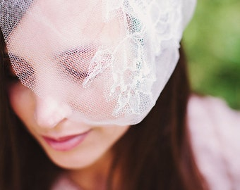 Ready to ship - Chantilly Lace Silk Mini Veil - Wedding Veil - Small Lace Veil - Bridal French Lace - Light Ivory- one of a kibd event