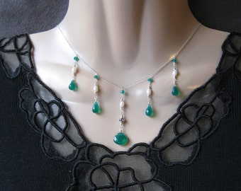 Green Onyx Necklace with Freshwater Pearls in Silver