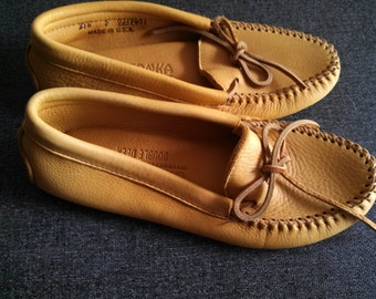 Minnetonka soft sole Deerskin slippers womens 5 natural USA