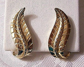 Sarah Coventry Swirl Leaf Clip On Earrings Gold Tone Vintage Raised Ribs Lines