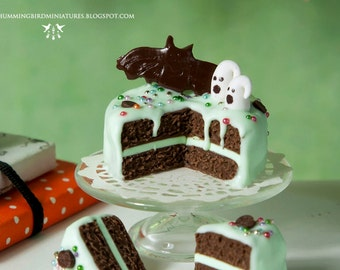 Minty Chocolate Halloween Cake 1/12 scale dollhouse miniature - HALLOWEEN RANGE