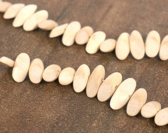 Wood Beads, natural textured oval 15mm x 8mm handcut hambabalud tree, full strand (788R)