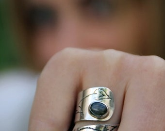 Adjustable sterling SILVER RING with acid etched drawings and LABRADORITE gemstone, made to order