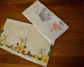 Vintage 1950's Off White Cotton Linens Lingerie Bag and Handkerchief Embroidered Applique Vintage Linens Cottage Decor Shabby Chic 107