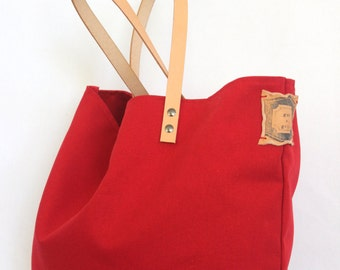 VINTAGE TOTE... Red... Petite Size