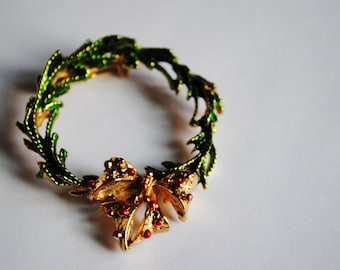 Vintage Gold Tone Painted Christmas Wreath Brooch