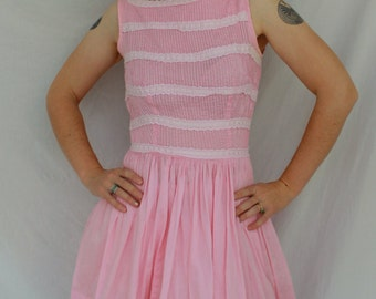 SALE / Adorable Pink Cotton 1950s Frilly Lace Dress Size Petite Small