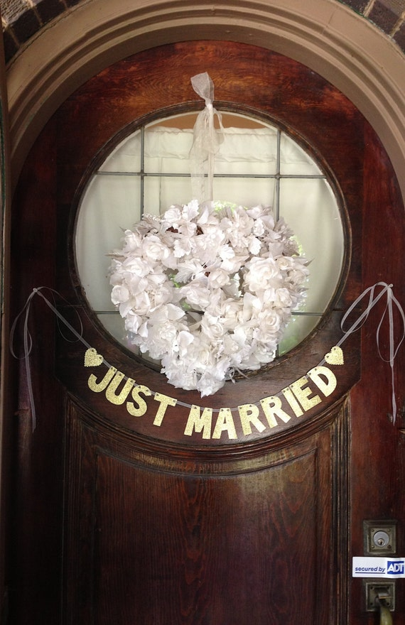 Just Married Banner -- Wedding Decoration / Photo Prop