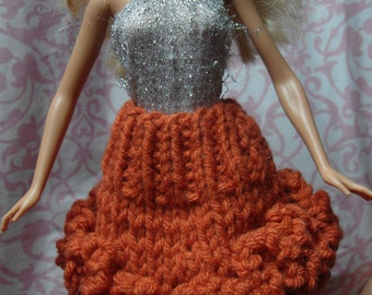 Hand knitted Barbie clothes - knit ruffle skirt