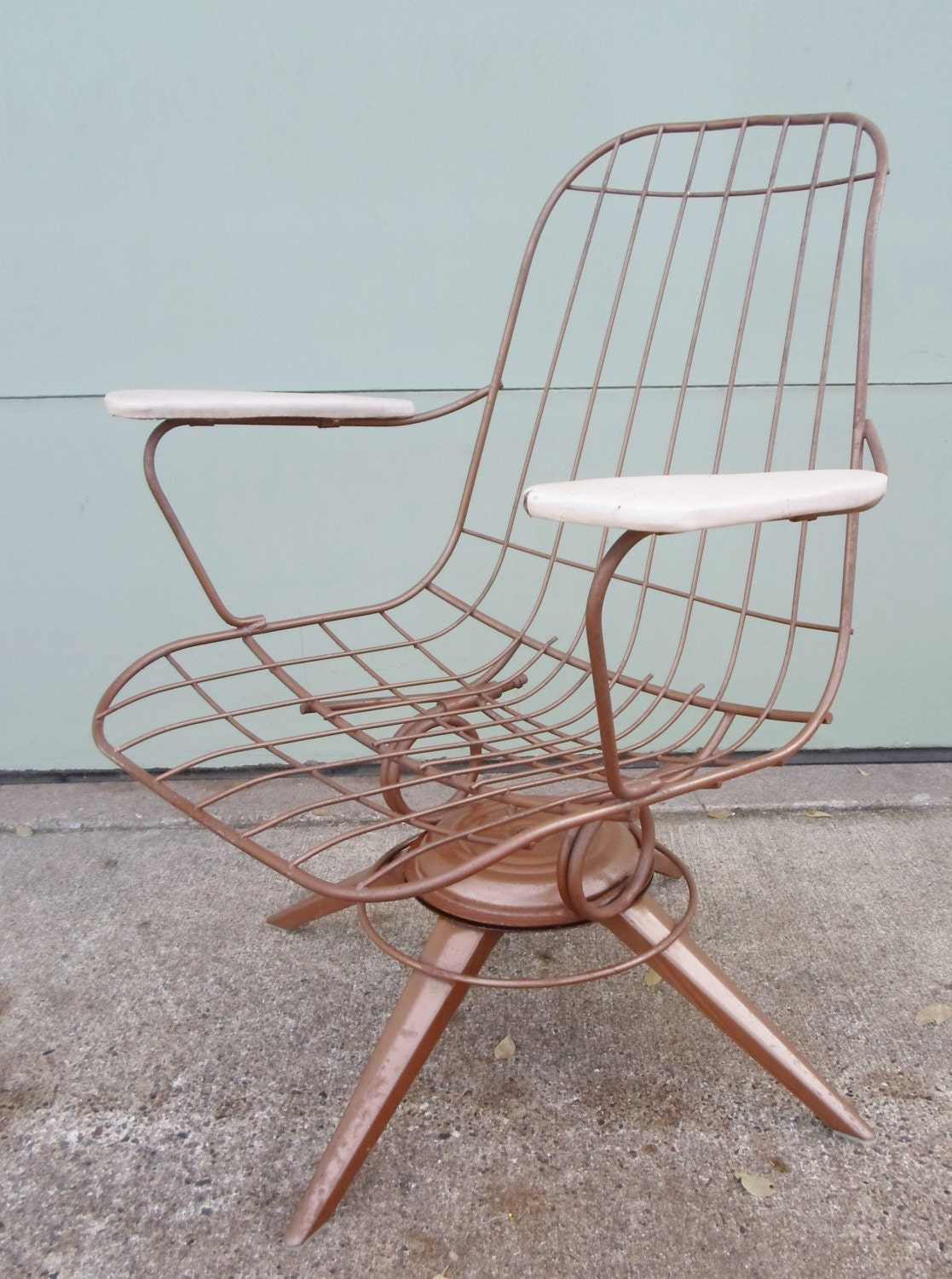 Vintage Mid Century Modern Eames Era Gold Metal Wire Chair