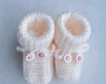 Knitted cream baby yarn booties with crocheted ties - baby shower gift - baby booties - cream booties - daisy flower booties
