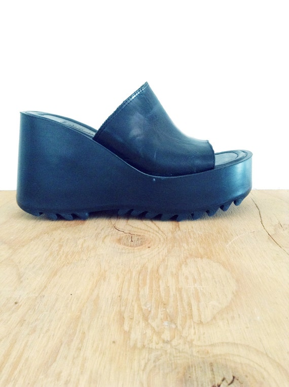 90s Black Platform Chunky Sandals / Slip on / Clean by Idlized
