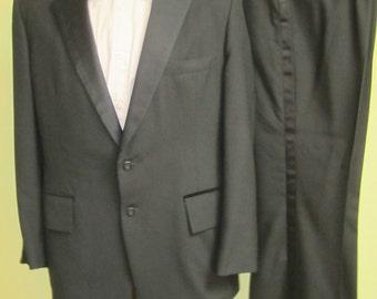 Vintage Tuxedo, 1970s Tuxedo , Mens Formal Wear, Velvet detail vintage tuxedo, Mens black vintage tuxedo, Mad Men tuxedo, Mens Evening Wear