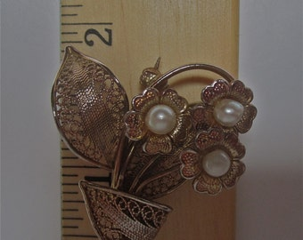 Gold tone Filigree Three Flower Bouquet Brooch with Pearl Center