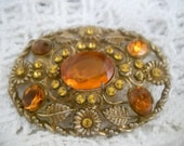 Vintage Brooch.Goldtone and amber stone.