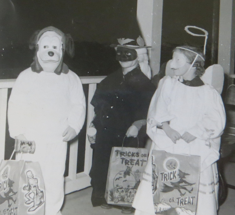 Vintage 1950's Trick or Treat Children on Halloween Vintage Trick Or Treaters