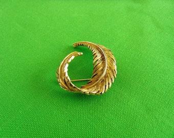 Vintage Gold-tone Brooch (Item 407)