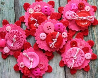 Set of 2 BUTTONED-UP FLOWERS - Sweet Handmade Felt Embellishments for Scrapbooking, Cardmaking, Arts & Crafts - Pink and Red Colour Combo