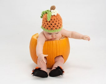 Crochet baby pumpkin hat. Baby pumpkin beanie. Halloween hat. Newborn pumpkin hat. Photography prop. Fall baby hat. Halloween baby.