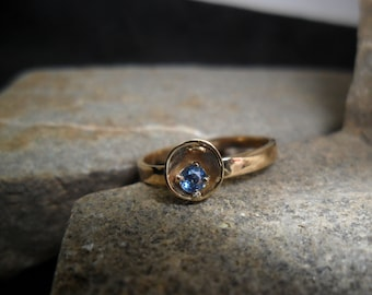 Ring in 14K yellow gold with natural blue Sapphire, 2.5 mm