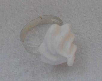DM White whipped cream ring