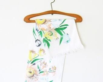 Vintage Wildflower Bath Towel / Retro Floral Bath Towel / Pastel Flowers Towel / Vintage Bathroom Decor