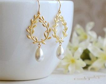 Bridal Earrings, Ivory Cream Pearl Gold Laurel Wreath Chandelier Earrings, Dangle Earrings, Wedding Jewelry, Leaf Earrings, Bridesmaid gift