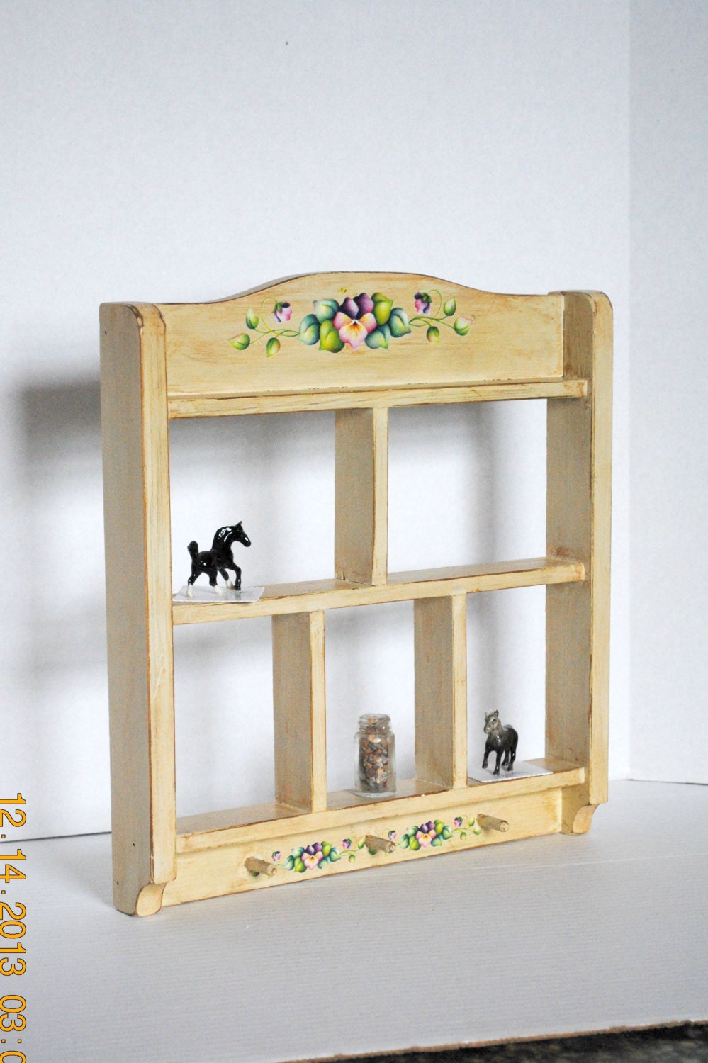 Shabby chic wood shelf knick knac key pony tail jewelry for Bathroom knick knacks