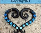 Fake gauge Earrings, black gauges, blue octopus earrings, blue light blue sky, turquoise earrings, clay gauges, black fakers, fake ear plug