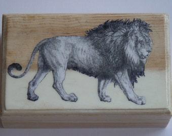 Découpage Wooden Box – Animals: Lion.