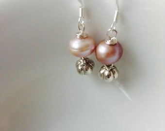 Shades of mauve freshwater pearls earrings