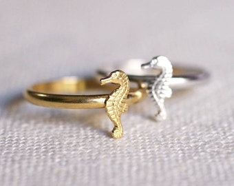 tiny seahorse ring . small seahorse stacking ring . sea horse ring . seahorse jewelry . beach jewelry . nautical jewelry // 4SEAH