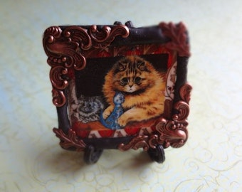 China Doll Kitty Louis Wain Cat Pin Pendant Desk art what a face on this feline