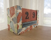 Christmas Countdown Wood Block Calendar - Retro Red and Blue Ornaments
