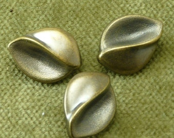 Acrylic Bronze Brown Sculpted Leaf Buttons 90968 G5